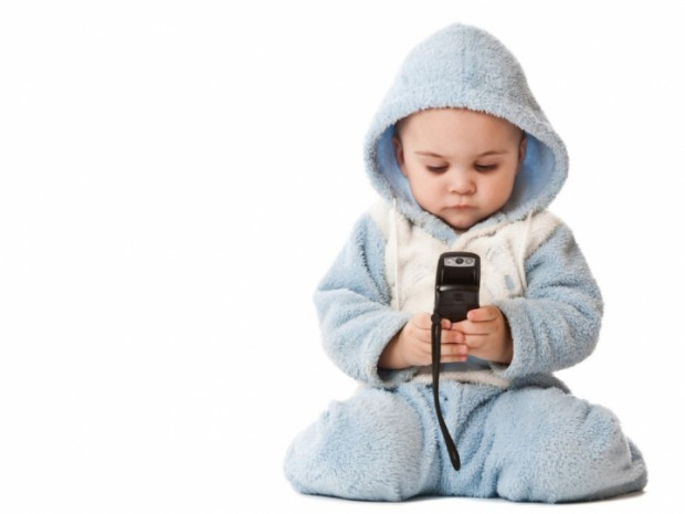 Should babies play with cell phones iPhones smart phones an ethical question // MyMommaToldMe.com