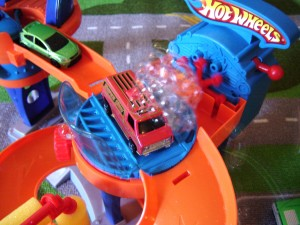 Toy Review Bubble Matic Car Wash By Hot Wheels Hello Nutritarian
