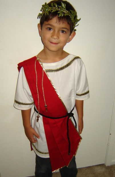 Is your toddler the demanding, dictator-ish type? Type cast them in this Julius Caesar Halloween costume!