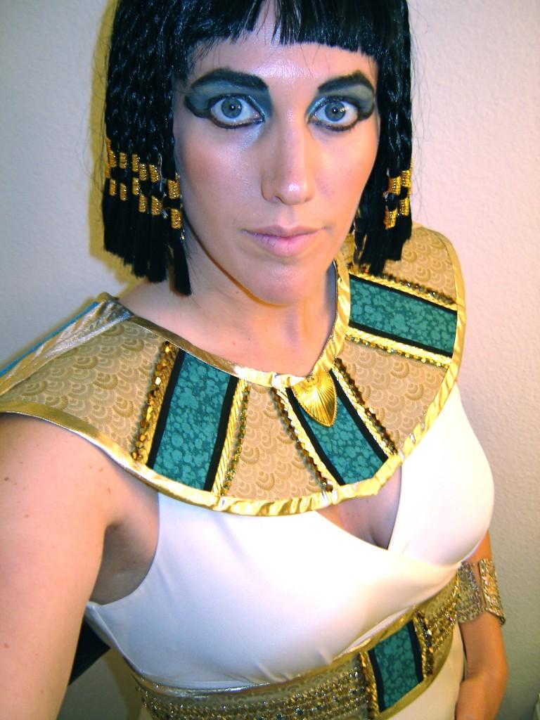 Diy cleopatra halloween costume tutorial hello nutritarian diy cleopatra halloween costume tutorial solutioingenieria Gallery