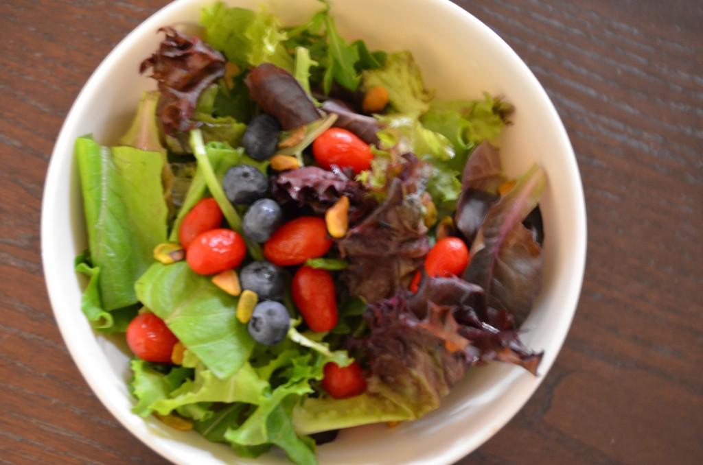 Simple Nutritarian Salad // MyMommaToldMe.com