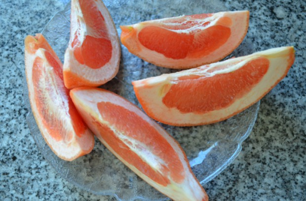 Grapefruits are incredible for your metabolism Eat to Live what to eat on Dr Fuhrman Eat to Live plan MyMommaToldMe.com