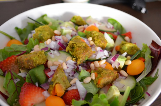 Lunch salad what to eat on day 20 of Dr Fuhrman Eat to Live nutritarian plan MyMommaToldMe.com