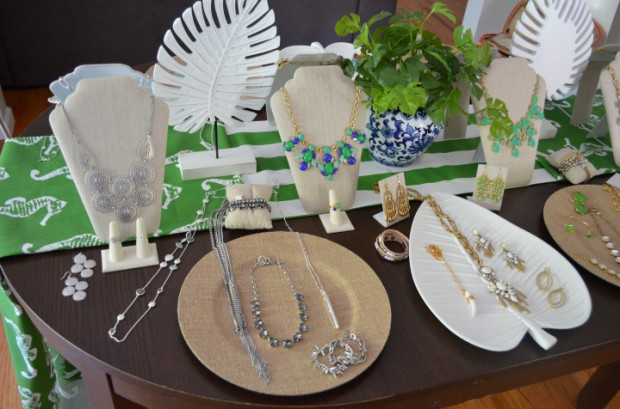 Stella and Dot trunk show display ideas Summer trunk shows MyMommaToldMe.com