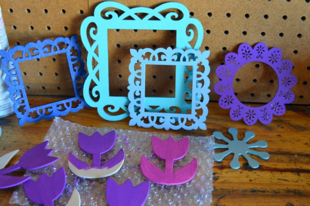 Frozen Christmas Ornamant Tutorial painting frames MyMommaToldMe.com