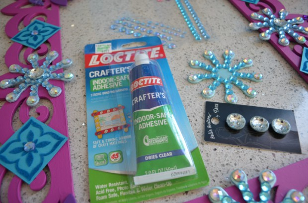 Glue for Frozen Party Photobooth Frame prop