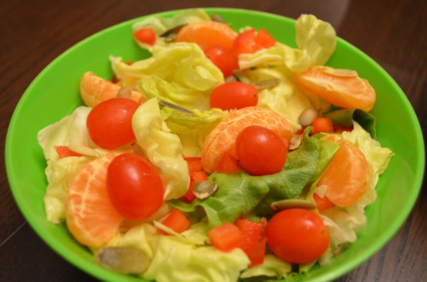 What to Eat on Nutritarian Diet dinner salad