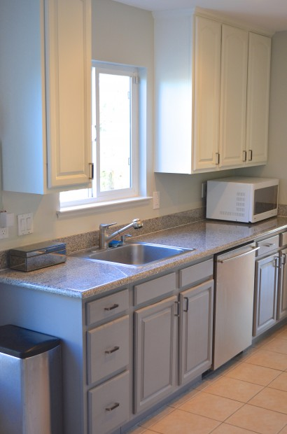 Two tone painted kitchen cabinets hello nutritarian for Cheap ideas to remodel kitchen
