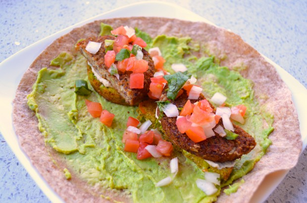 What to eat on Dr Fuhrman Eat to Live Nutritarian plan Lunch wrap MyMommaToldMe.com